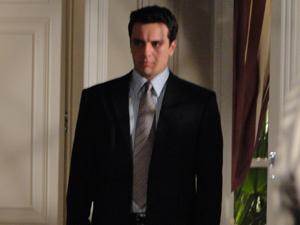 Mauro escuta quando Melina diz que passou a noite com Fred