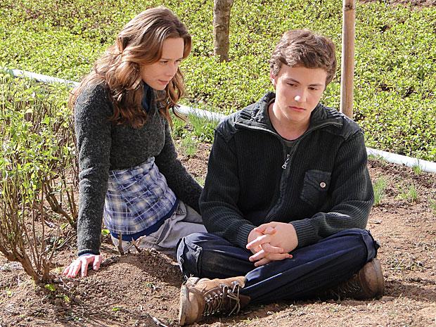 Clara consola Alfredo