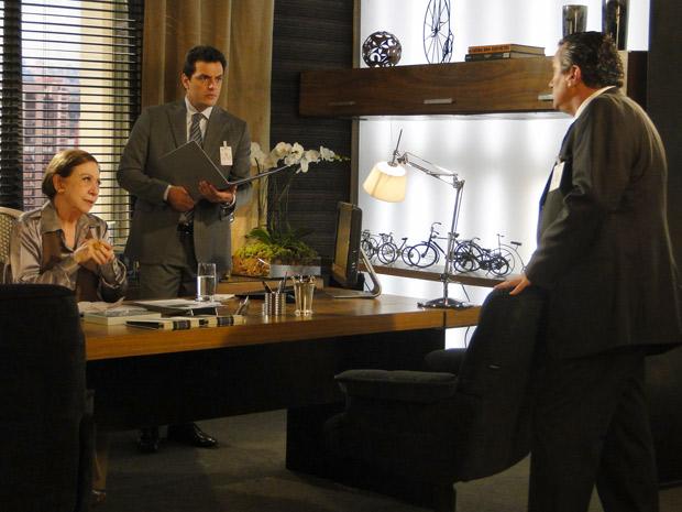 Saulo mostra relatório com diversas reclamações da Skinni-Top e deixa Bete e Mauro arrasados
