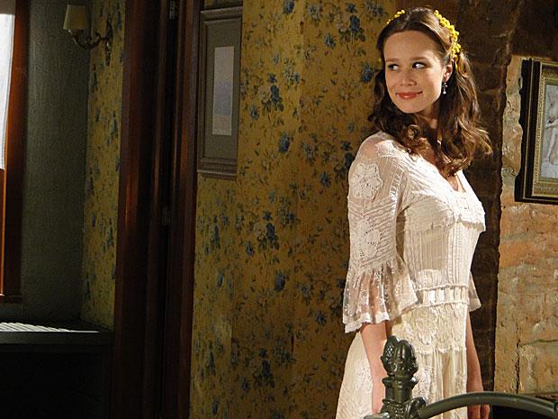 Clara vê Danilo no reflexo do espelho