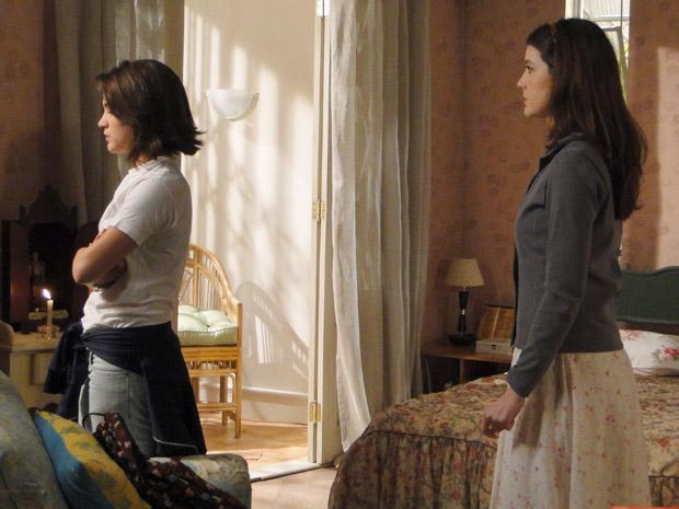 Fátima não quer ouvir o que Felícia tem a dizer e chora sem para desde que descobriu que ela é sua mãe