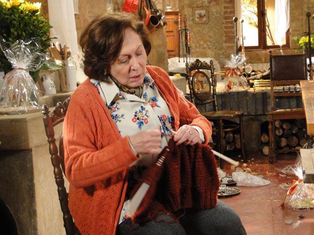Gemma tricota como se nada tivesse acoontecido