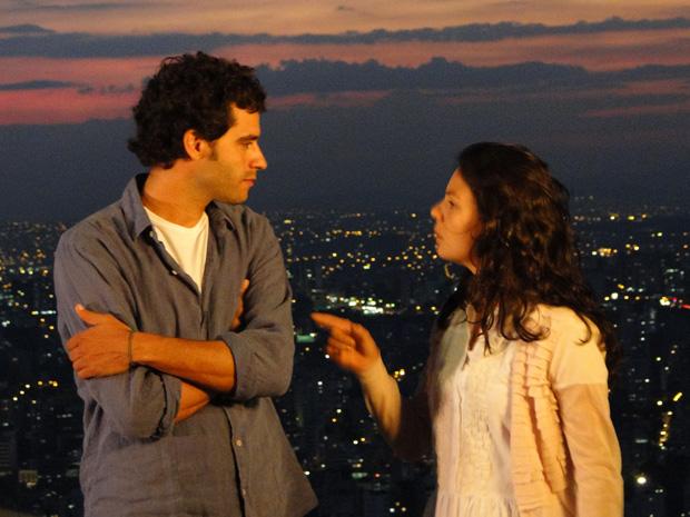 Renato acusa Marcela e ela fica revoltada