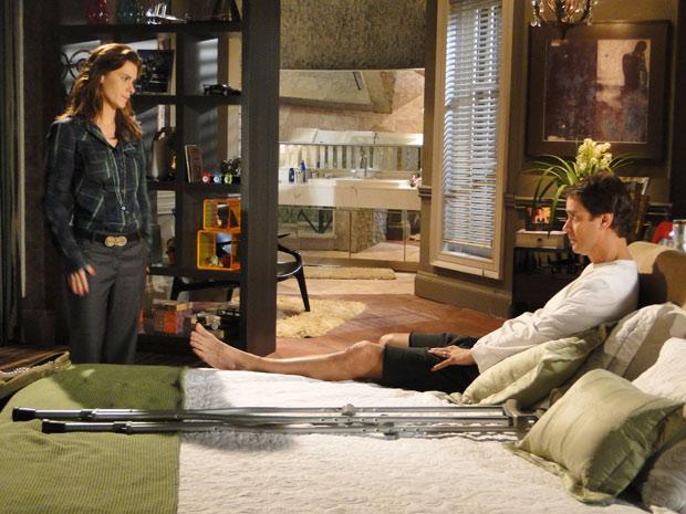 Diana procura Gerson para dizer que mantem pedido de divórcio