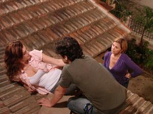 Nicole pega os dois no flagra