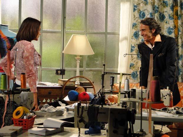 Jacques Leclar convida Marta para trabalhar com ele