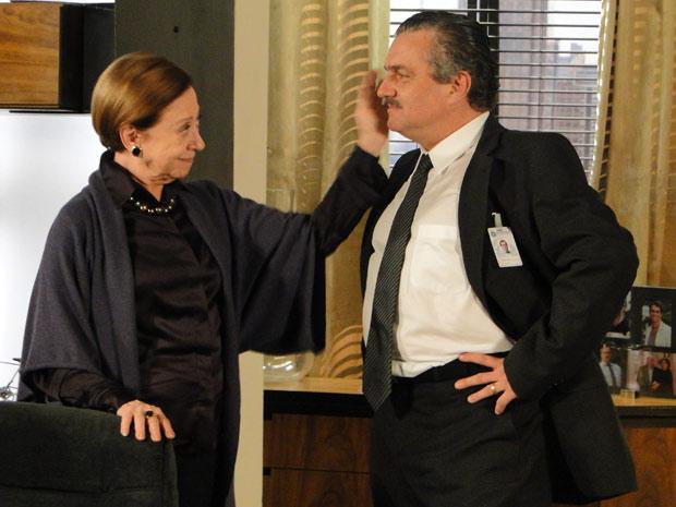 Bete acaricia rosto de Saulo, mas depois dá um tapa no filho