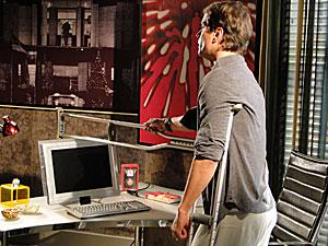 Gerson destroi computador em momento de fúria