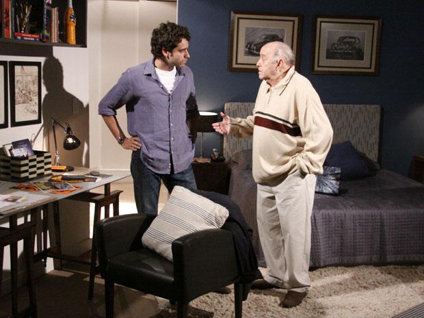Giancarlo tenta aconselhar Renato