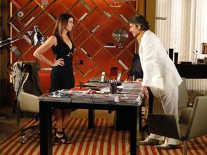 jacques joga o seu charme para Suzana e a convida para jantar