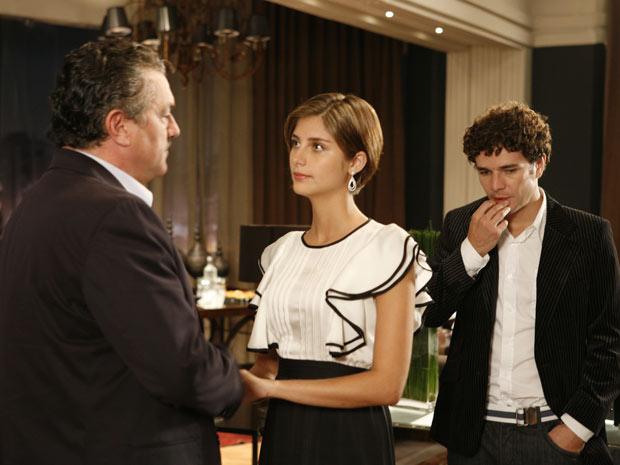 Saulo conhece Agnello, mas não fica para o jantar, para a decepção de Lorena
