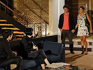 Melina conta a Fred que a estudante é filha de Saulo