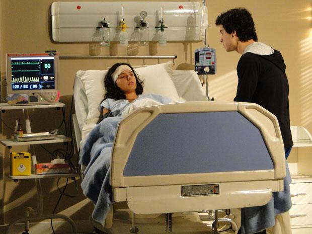 Julinho conta para Marcela que Osmar não sobreviveu ao acidente