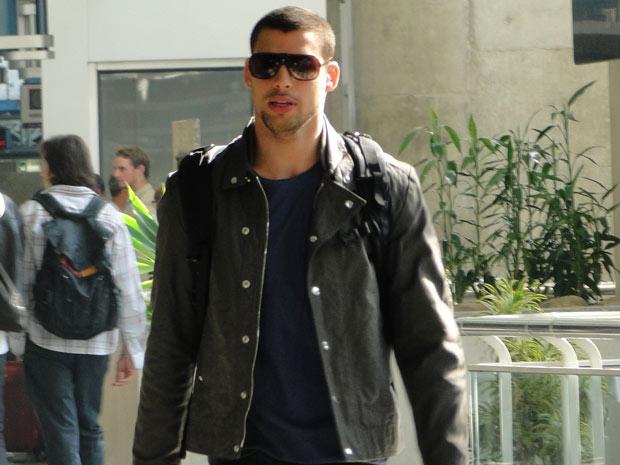 Danilo vai para Itália para se encontrar com Clara e assim que chegar na Toscana marca encontro com a loura