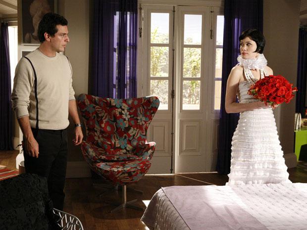 Mauro vai atrás de Melina para impedir que ela se case com Fred