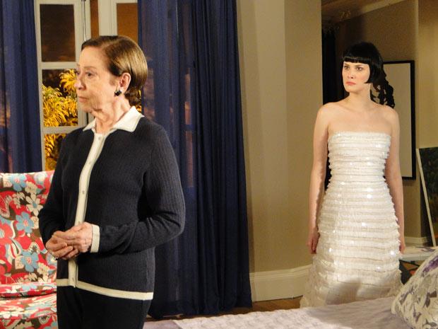 Bete diz a Melina que não vai ao casamento dela com Fred