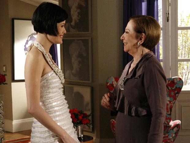 Bete e Melina fazem as pazes e a matriarca diz que vai ao casamento da filha