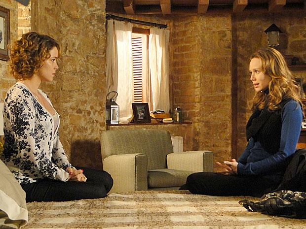 Clara convence Agostina a voltar para o Brasil