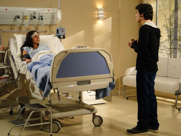 Julinho tenta convencer Marcela a aceitar a proposta de Gustavo