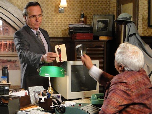Breno está desconfiado que Jaquline esteja tendo um caso com Jacques Leclair