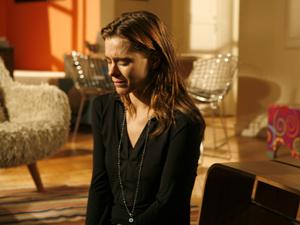 Arrasada, Diana chora quando Mauro vai embora