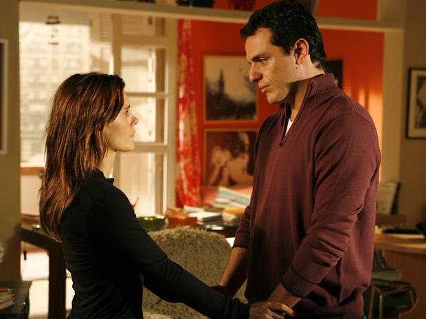 Mauro revela que vai se casar com Melina e Diana fica arrasada