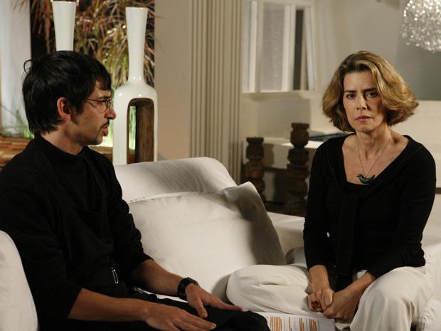 Stela diz que vai acabar com o namoro da filha, mas vai precisar da ajuda de Arthurzinho