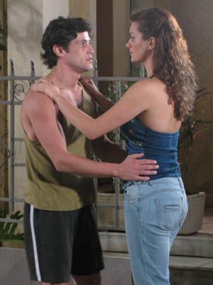 Desirée dá uma joelhada em Armandinho
