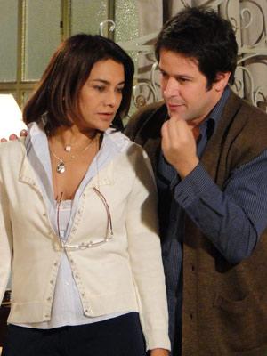 Ari tenta convencer Marta