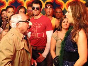 Jaqueline dá de cara com Mário Fofoca