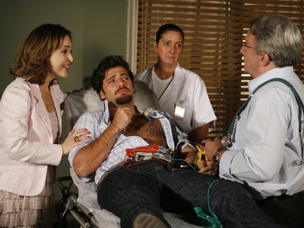 Berilo é examinado por médico de verdade e Jéssica descobre que o marido não tem problema algum