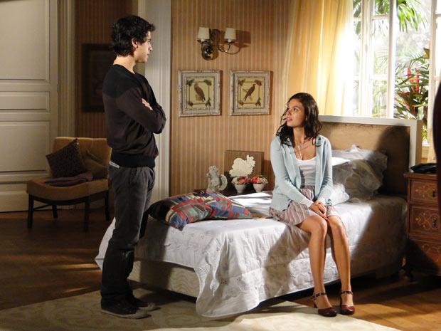Julinho conta para Marcela sobre Edgar e Luisa