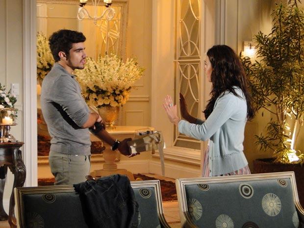 Marcela recusa presente de Edgar