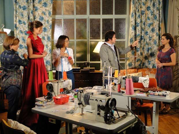 Ariclenes escolhe Desirée para ir à festa com o vestido de Victor Valentim