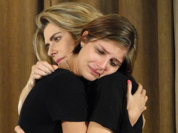 Lorena chora ao desabafar com Stela