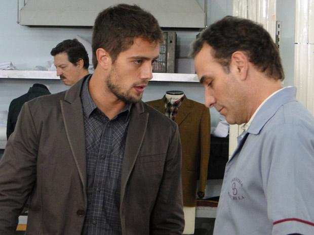 Jorgito manda Gino mentir para Rebeca e o ameaça