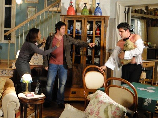 Ari fica irritado com Chico e dá a maior bronca nele