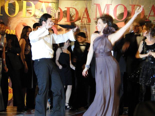 Jaqueline e Chico dão um show a parte na pista de dança