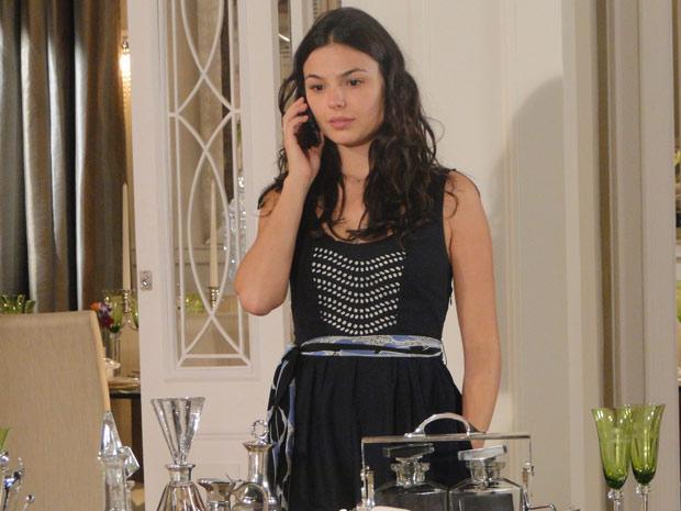 Marcela fala com Renato sem saber