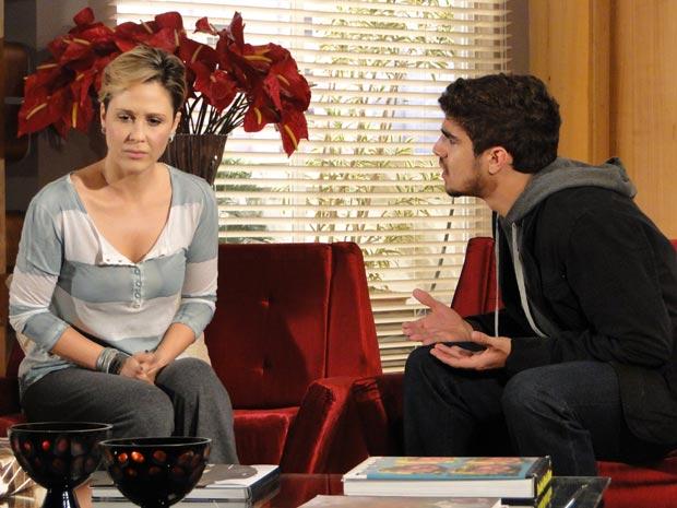 Edgar e Luisa dsicutem sobre a relação