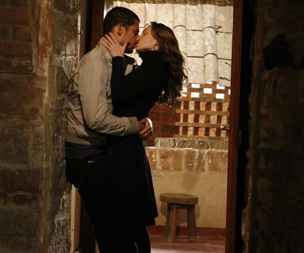 danilo e clara se beijam