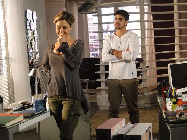 Luísa percebe que Edgar está com ciúme e o provoca