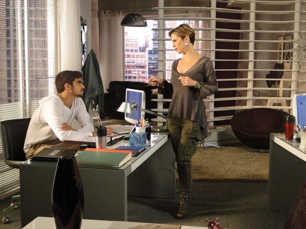 Luisa fala para Edgar abrir o olho com Marcela