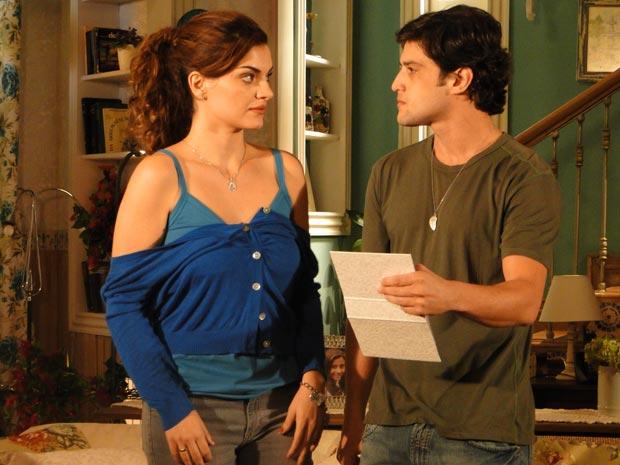 Armandinho fica furioso ao ver foto de Desirée com Jorgito