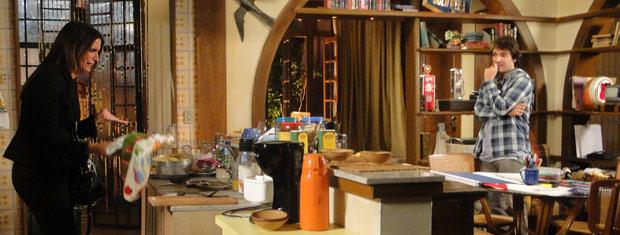 Suzana reclama da bagunça que está a casa de Ariclenes
