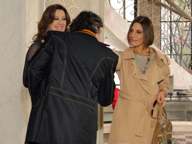 Jacques recebe Stela no ateliê