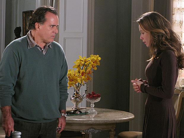 Clara confessa a Totó que não é irmã de Fred