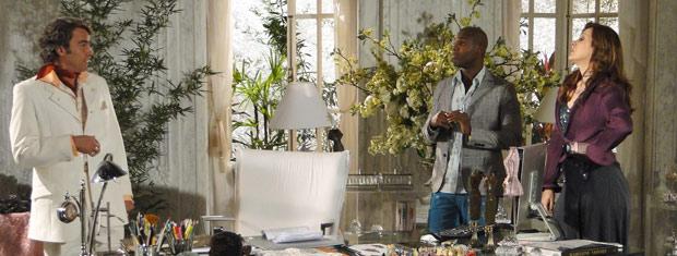 Adriano sugere que Jaqueline investigue Victor Valentim