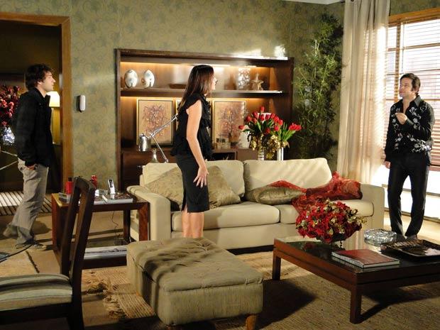 Suzana tenta convencer Ari a acabar com Victor Valentim