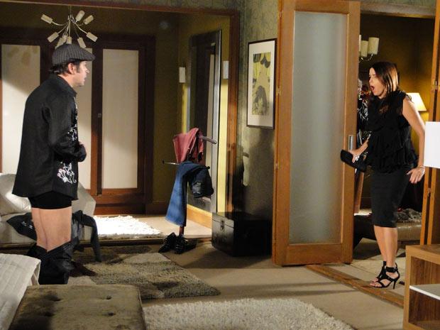 Suzana pega Ari no flagra e descobre que ele é Victor Valentim